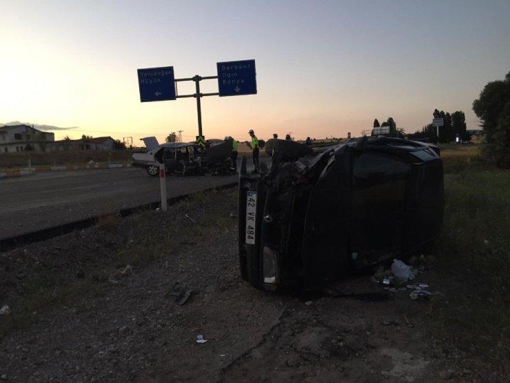 Konya'da iki otomobil çarpıştı: 3 yaralı