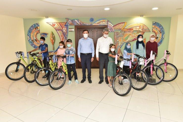 Karatay'ın zeka küpü öğrencileri ödüllerini aldı