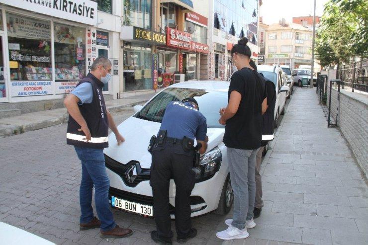 Polisi görünce taktıkları maske cezadan kurtaramadı