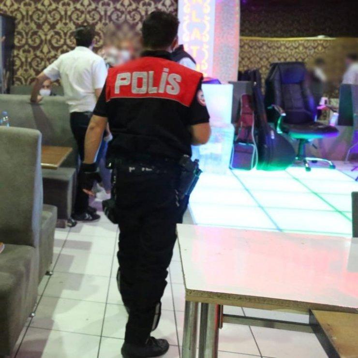 Konya polisinin Covid-19 denetimleri sürüyor