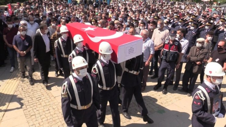 Şehit Astsubay Sinan Aktay düğün yıl dönümünde son yolculuğuna uğurlandı