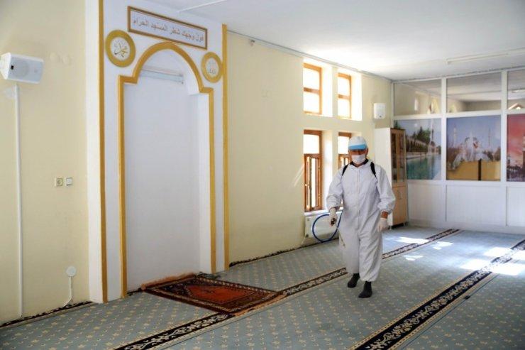 Aksaray'da camiler düzenli olarak dezenfekte ediliyor