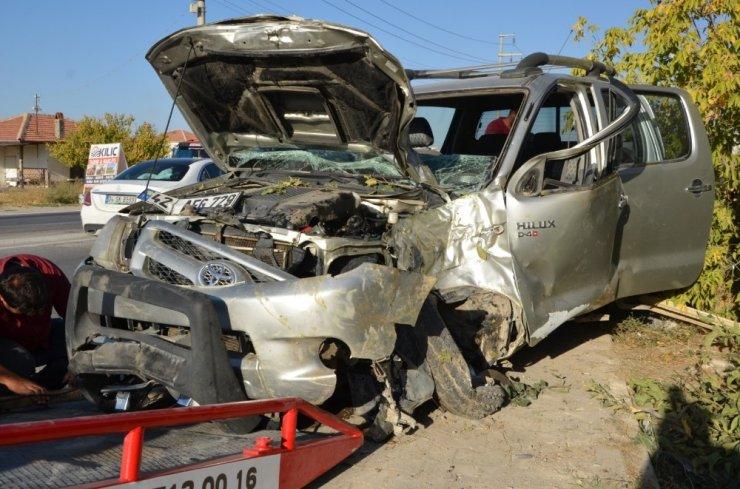 Kontrolden çıkan kamyonet ağaca çarptı: 1 yaralı