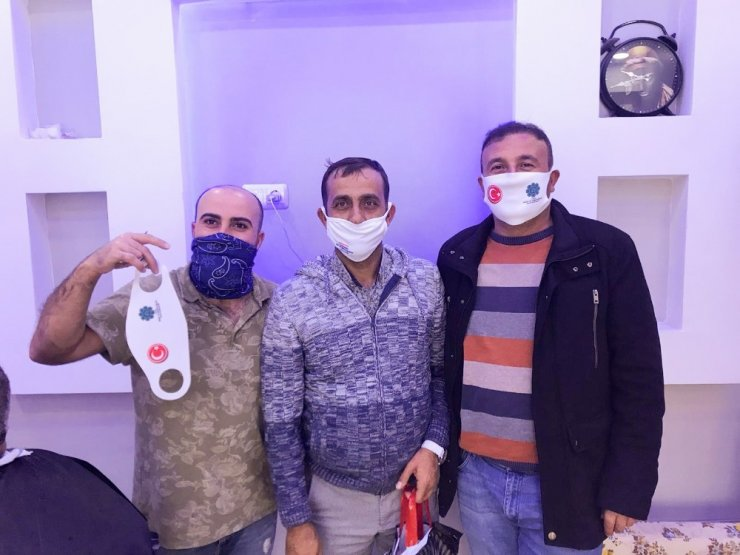 Yunak'ta esnafa maske dağıtıldı