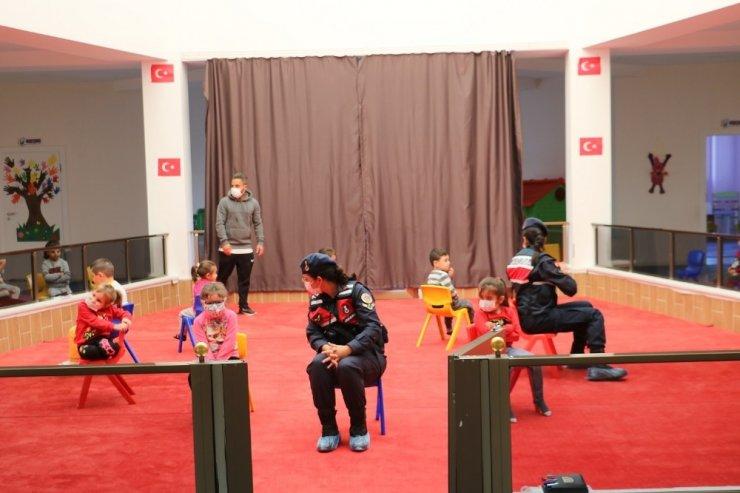 Aksaray'da jandarmadan minik öğrencilere hijyen eğitimi