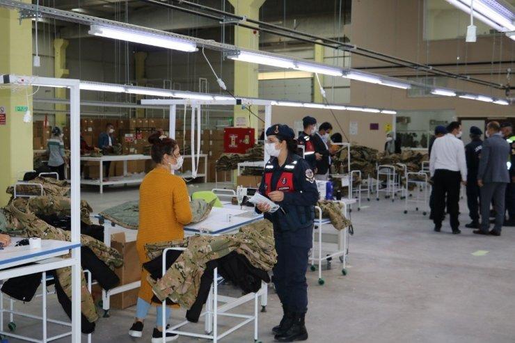Jandarma ekipleri hem denetliyor hem eğitim veriyor