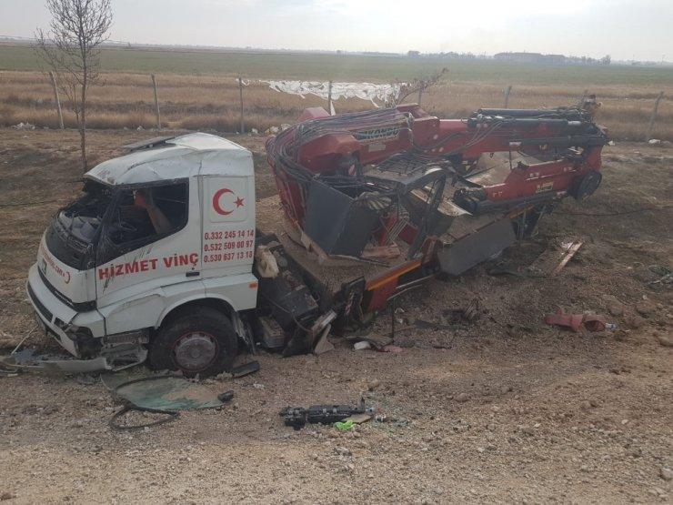Konya'da devrilen vincin sürücüsü yaralandı
