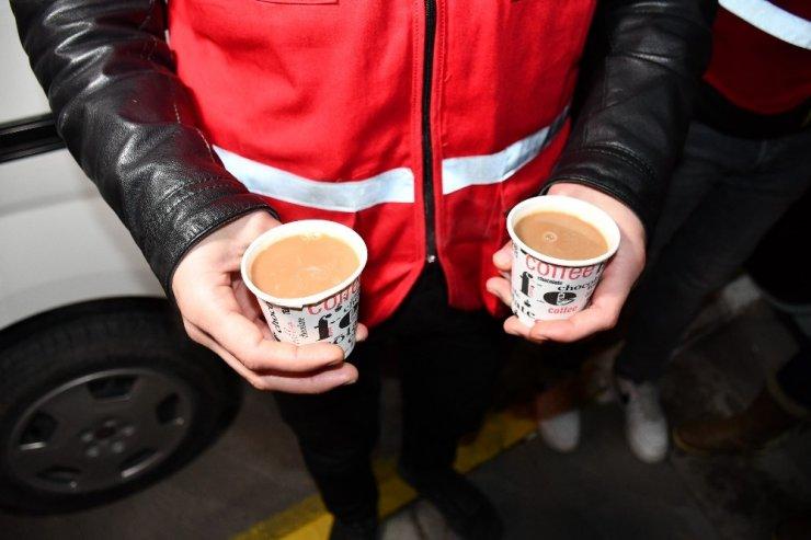 Kızılay'dan polislere çay-kahve servisi