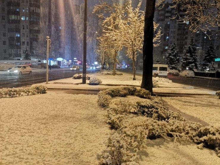 Kayseri'ye yılın ilk karı düştü