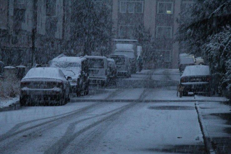 Nevşehir'e yılın ilk karı yağdı