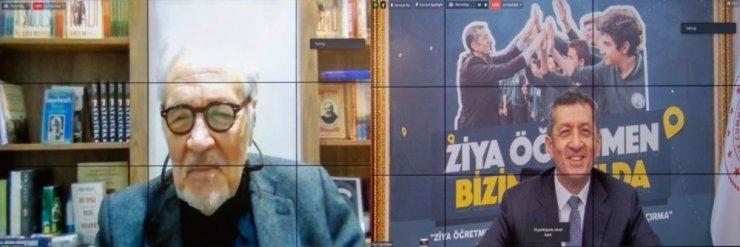 """Milli Eğitim Bakanı Selçuk, """"Eğitim buluşmalarında """"Ziya Öğretmen Bizim Okulda"""" etkinliğini başlattık. İlk durak, mezun olduğum Ankara Atatürk Lisesi oldu. Mezunlardan İlber Ortaylı Hoca'mızın ve Cüneyt Özdemir'in de katıldı"""