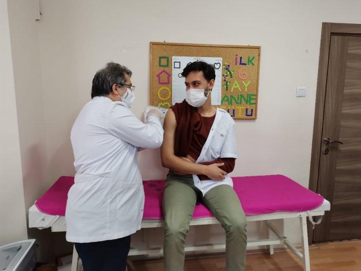 Kayseri'de sağlık çalışanlarından aşıya rekor talep