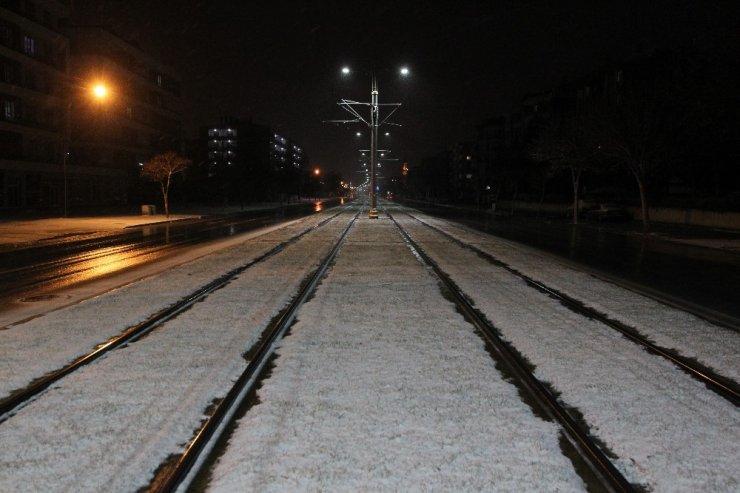 Konya'ya yılın ilk karı yağdı