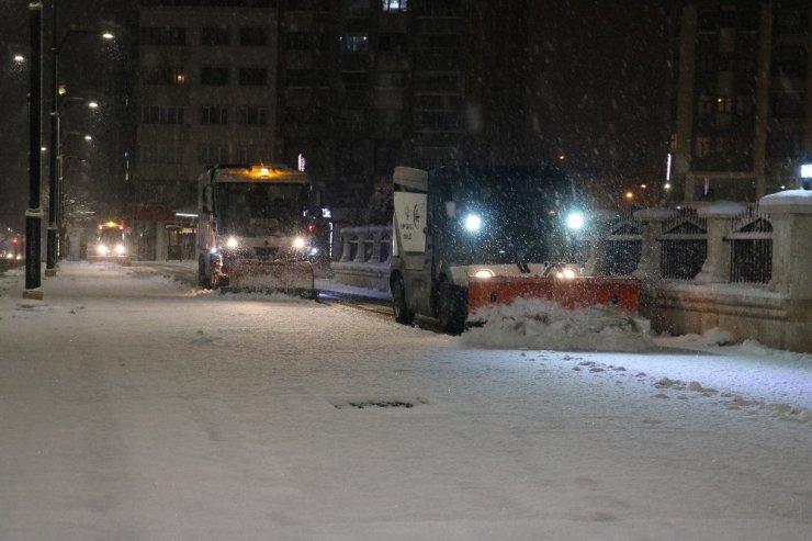 Sivas'ta kar yağışı kartpostallık görüntüler oluşturdu