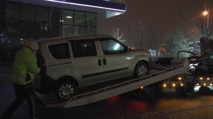 Polisin 'dur' ihtarına uymayan araç, kovalamaca sonucu yakalandı