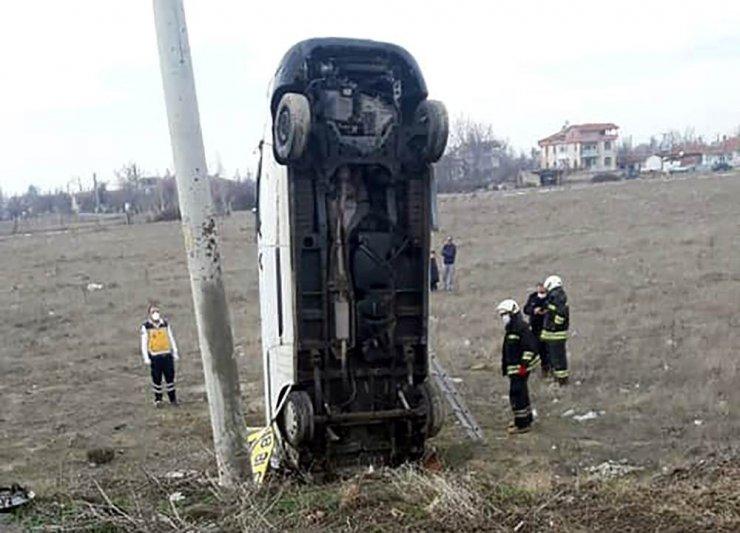 Yoldan çıkan kamyonet şaha kalktı: 1 yaralı