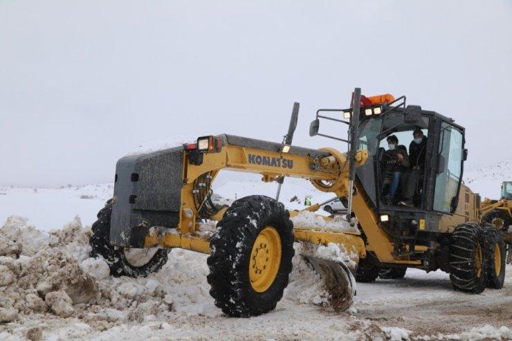Sivas'ta 183 köy yolu ulaşıma kapandı
