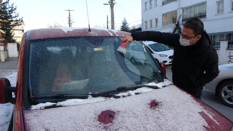 Sivas'ta hayat dondu, termometreler eksi 17'yi gösterdi