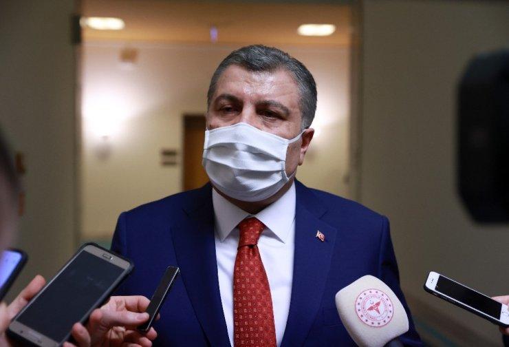 """Sağlık Bakanı Koca: """"Cenazede mesafenin ortadan kalkabileceğini öngörmem gerekiyordu"""""""