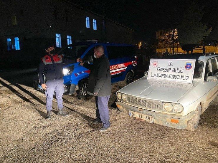 Mahalle muhtarının arabasını çalan hırsız yakalandı
