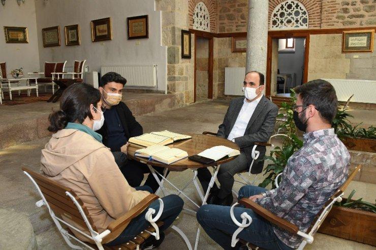 Başkan Altay Daru'l Huffaz kursiyerleriyle buluştu