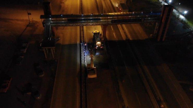 Kilit kavşakta su borusu patladı: Ankara-Kayseri kara yolu trafiğe kapatıldı