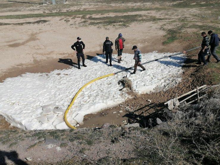 Su dolu menfezden geçen 7 koyun boğularak telef oldu