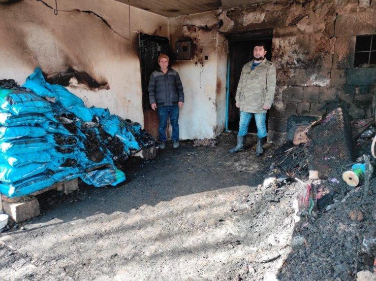Ahırda çıkan yangında 12 büyükbaş hayvan telef oldu