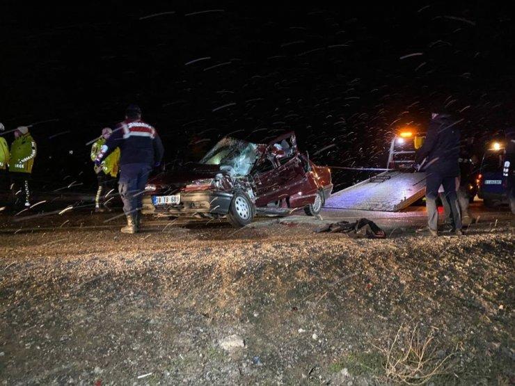 Otomobil kamyonete arkadan çarptı:1 ölü, 1 yaralı