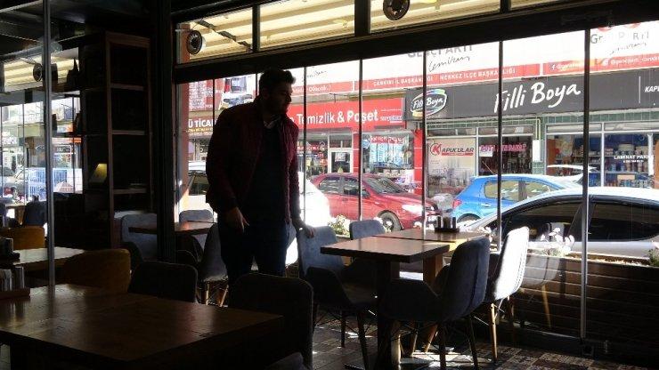 Restoran ve kafeler aylar sonra müşteri kabul etmeye başladı