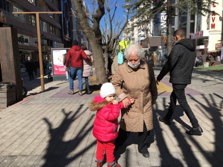 Sokağa çıkan 65 yaş üzeri yaşlıların keyfi yerinde