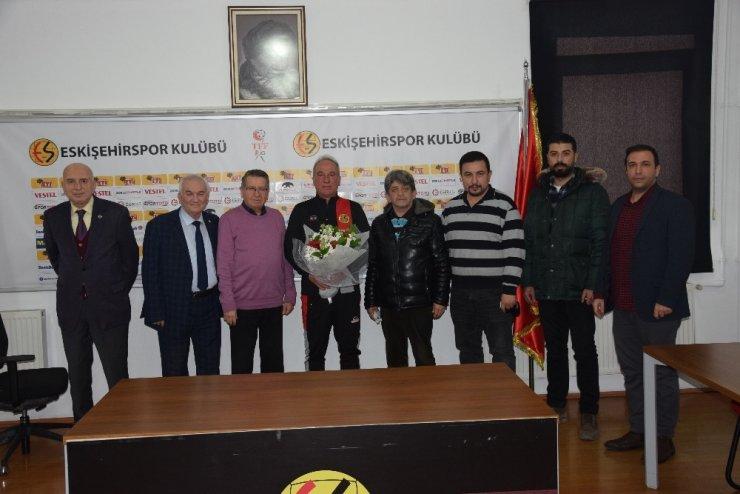 TSYD'den Cengiz Seçsev'e hayırlı olsun ziyareti