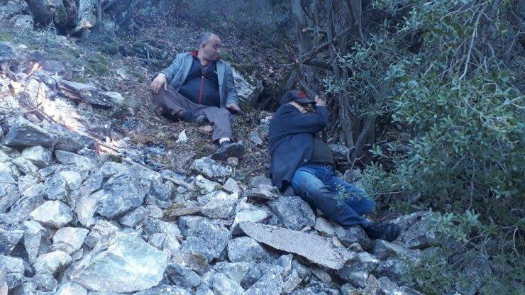 Eskişehir'de dağlık arazide mahsur kalan 4 kişi helikopterle kurtarıldı