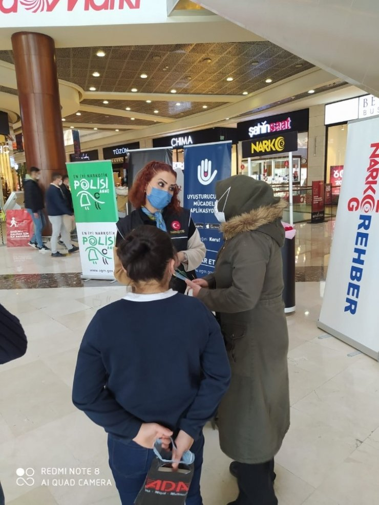 Başkentte alışveriş merkezine 'En İyi Narkotik Polisi Anne' standı açıldı