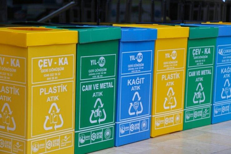 Belediyeden okullara 600 adet atık kutusu