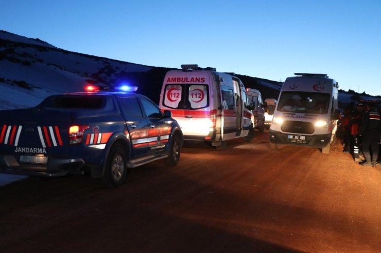 Hasandağı'nda mahsur kalan 2 dağcı askeri helikopterle hastaneye kaldırıldı