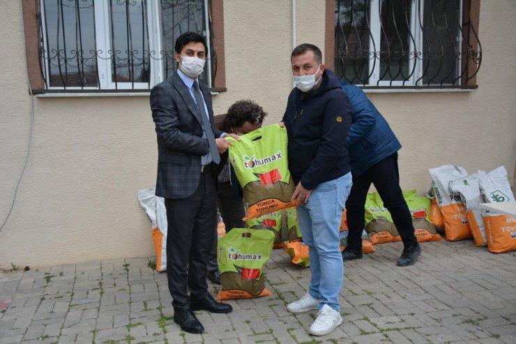 Beylikova'da 40 çiftçiye ücretsiz tohum dağıtımı yapıldı