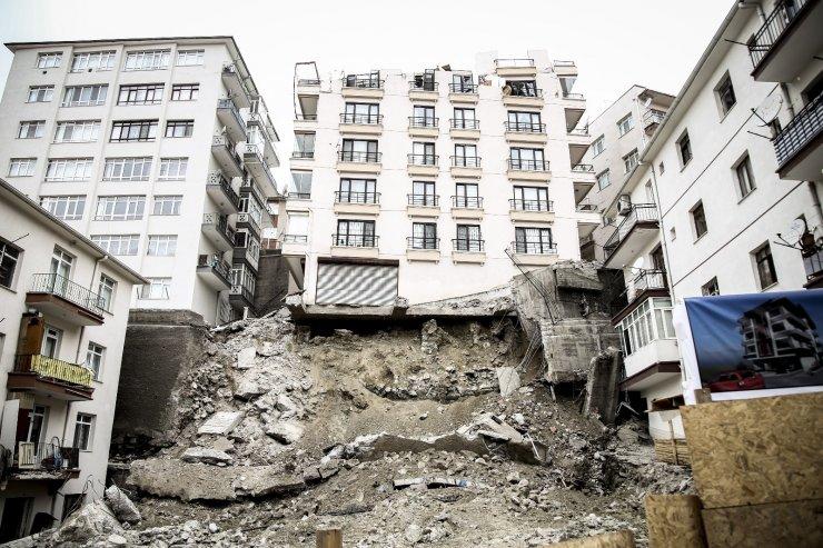 """Bakan Kurum: """"Yapılan kontrolsüz kazı sebebiyle Açelya Apartmanı ve etrafındaki apartmanlar şu an için risk altında"""""""