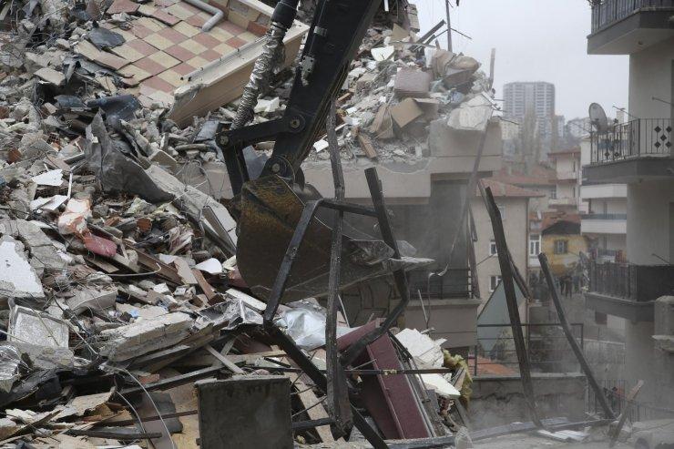 Başkent'te yıkımı devam eden bina havadan görüntülendi