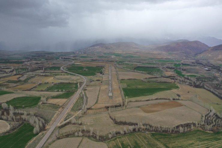 İlk yerli ve milli uçakların iniş yaptığı havaalanı ineklerin otlağı olmaktan kurtuluyor