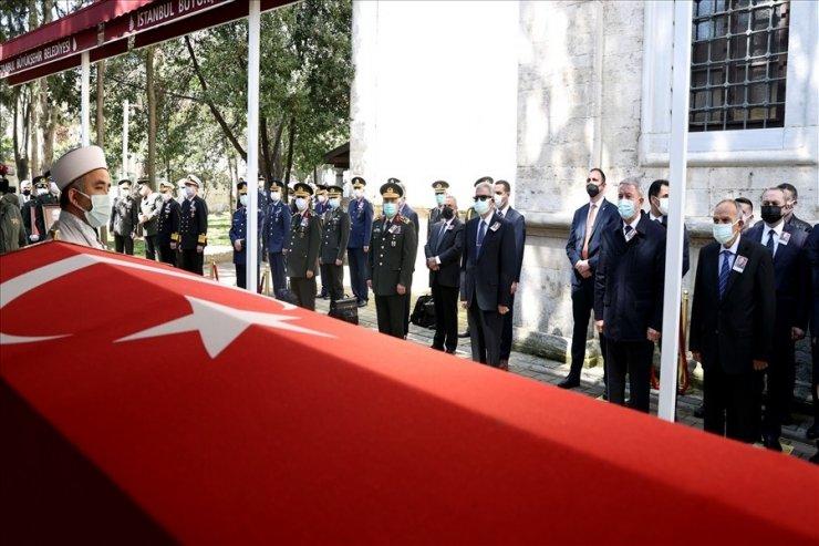 Bakan Akar, 19'uncu Genelkurmay Başkanı emekli Orgeneral Üruğ'un cenaze törenine katıldı