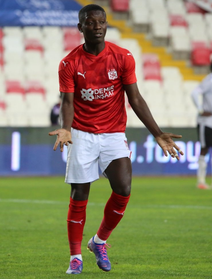 Süper Lig: D.G. Sivasspor: 0 - Beşiktaş: 0 (İlk yarı)