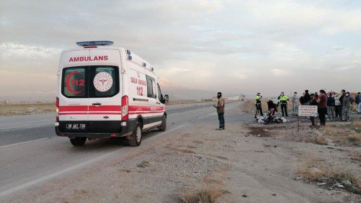 Kurye motosikleti ile otomobil çarpıştı: 2 yaralı