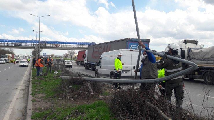 Çevre yolunda 4 aracın karıştığı kazada 2 kişi yaralandı