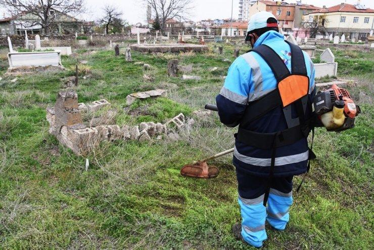 Kocasinan'daki mezarlıklarda hummalı çalışma