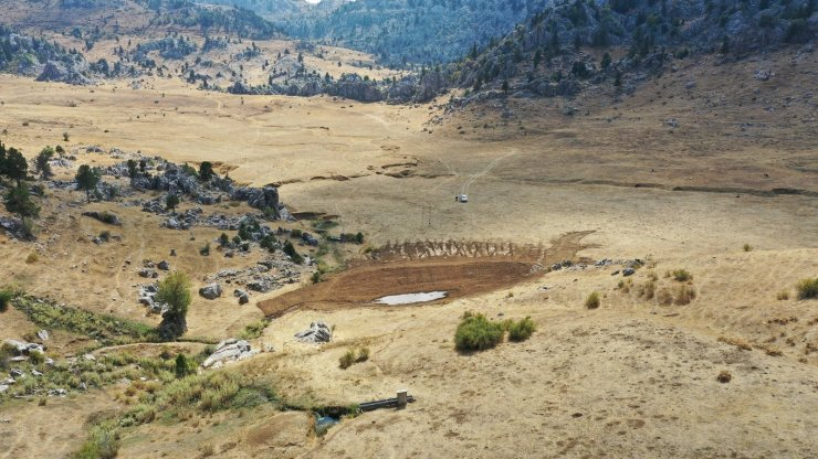 DSİ yaban hayatının su ihtiyacı için sondaj ve gölet yapımına başladı