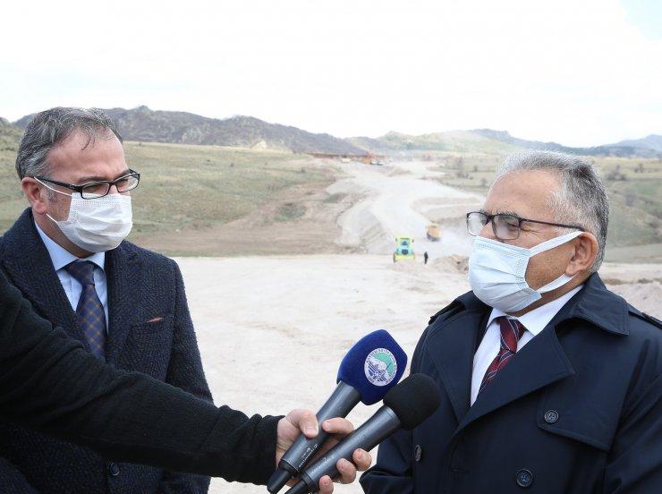 Başkan Büyükkılıç Hacılar, Hisarcık, Develi ve Erciyes'i ilgilendiren yol çalışmasını denetledi