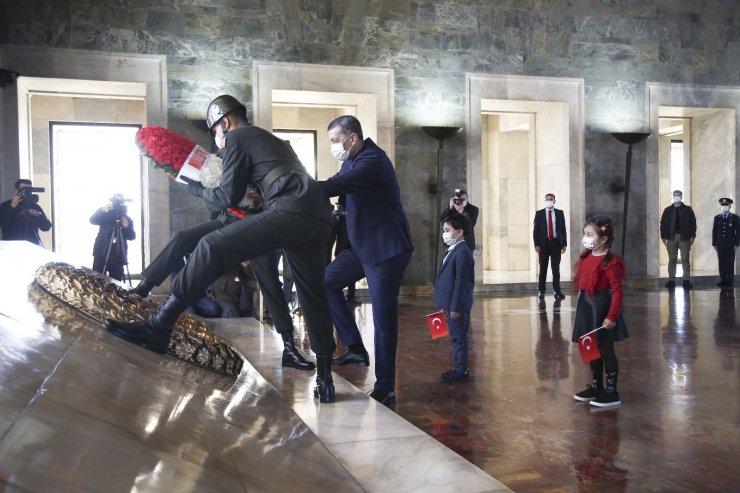 Milli Eğitim Bakanı Selçuk Anıtkabir'i ziyaret etti