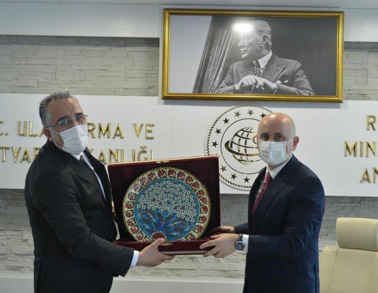 Nevşehir heyeti Ulaştırma ve Altyapı Bakanı Karaismailoğlu ile görüştü