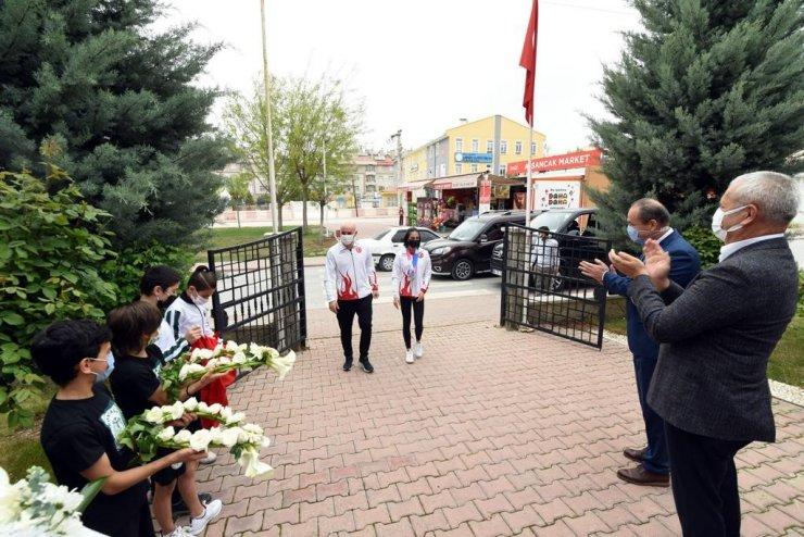 Şampiyon Elif Ceren Çolak, memleketi Konya'da sevinçle karşılandı